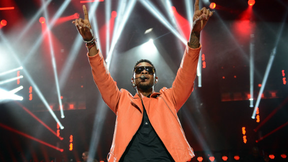 """Usher performs in London at the """"American Express Unstaged"""" series."""