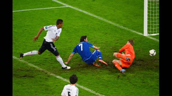 Georgios Samaras scores Greece