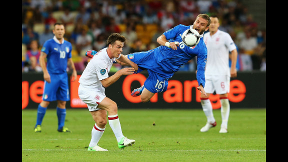 Daniele De Rossi of Italy and Scott Parker of England compete in Sunday