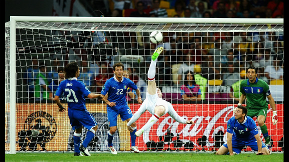 Wayne Rooney of England attempts an overhead kick on Sunday against Italy.