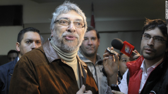 Former Paraguayan President Fernando Lugo (L) talks to journalists before a meeting with his former ministers in Asuncion on June 25, 2012