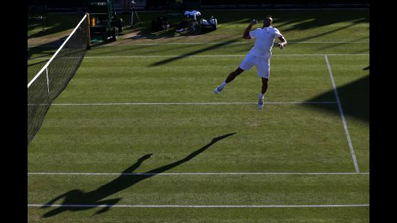 Jo-Wilfried Tsonga of France celebrates winnign his men