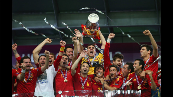 Spain celebrates after defeating Italy on Sunday. It was the team