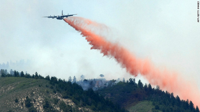 A  plane sprays fire retardant over wildfires raging in Colorado.
