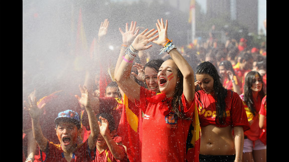Supporters of Spain