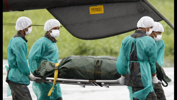 Brazilian Air Force personnel unload the remains of a passenger on June 9, 2009. France