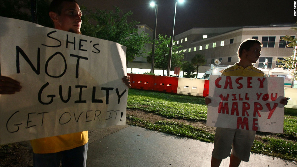 <strong>July 2011: </strong>Others, such as Tim Allen, right, and David Antolic, held signs of a different tone in front of a jail in Orlando on July 16, 2011, the day before Anthony was released.