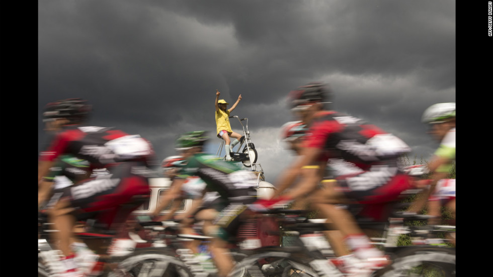 A fan wearing a yellow jersey cheers on the pack riding in Metz on Friday.