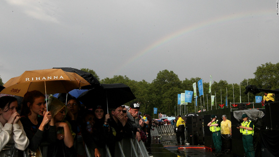 A concert planned for Hyde Park that featured Kylie Minogue and Jason Donovan had to be canceled after organizers declared the site unsafe. Recently, fans had to brave rain showers for the Wireless Festival, featuring acts like Rihanna and Nicki Minaj.