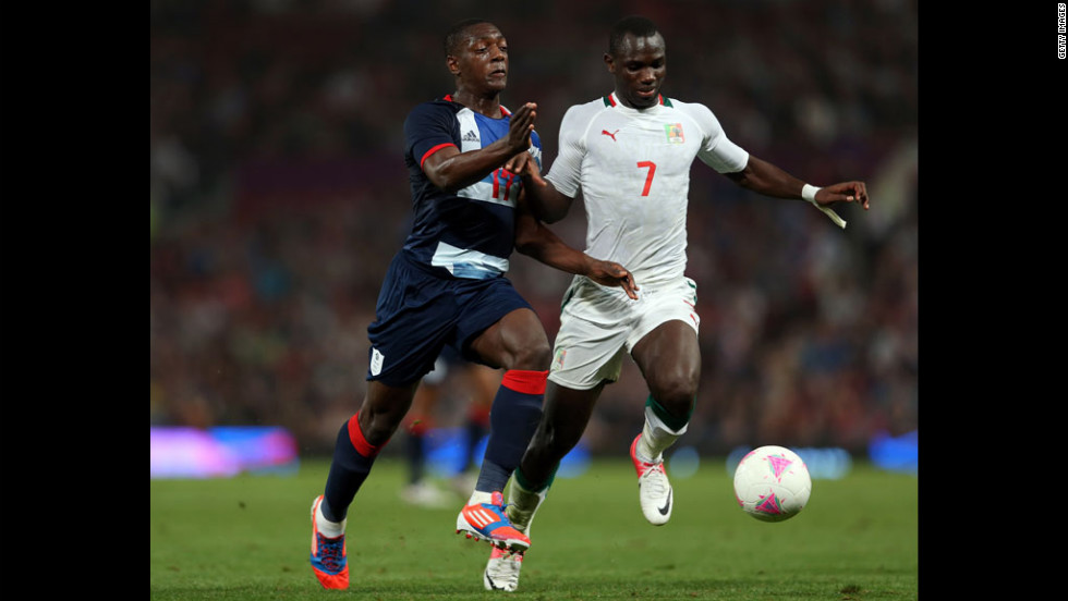 Marvin Sordell of Great Britain battles with Moussa Konate of Senegal during the first-round match between Great Britain and Senegal.
