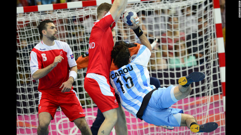 Gonzalo Matias Carou, right, of Argentina attempts to shoot past Asgeir Orn Hallgrimsson, left, of Iceland during the men's preliminaries handball match.