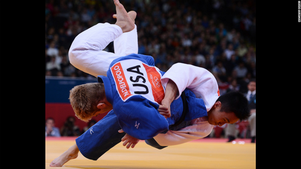 Hong Kong's Chi Yip Cheung competes with Nicholas Delpopolo of the United States during the men's 73-kilogram judo contest Monday.