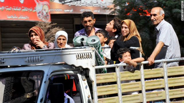 Thousands flee Syria's largest city