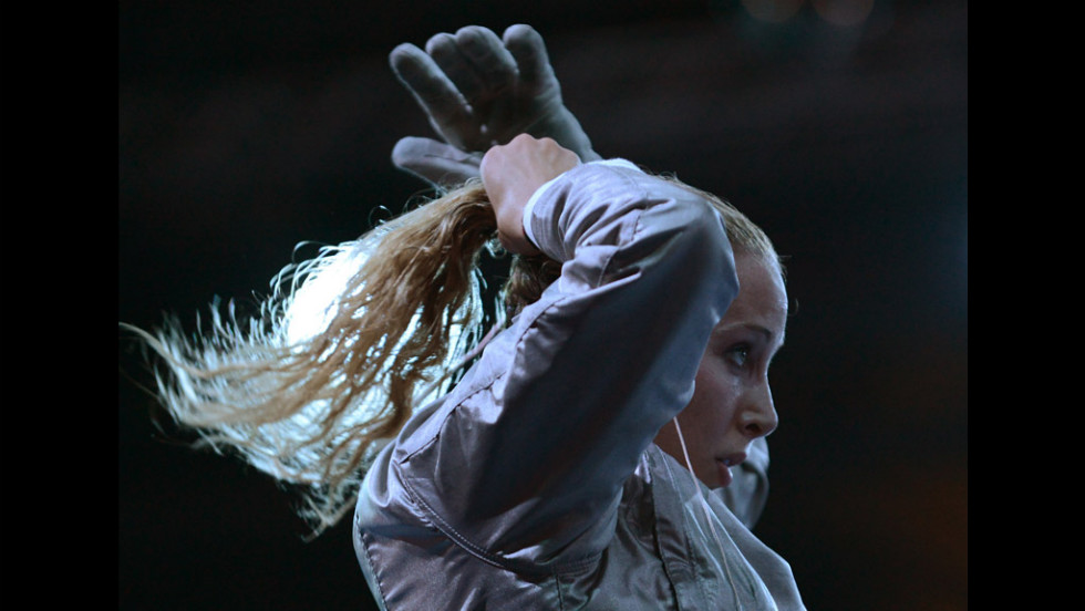 U.S. fencer Mariel Zagunis gets ready to fence against Japan's Nakayama Seira for their women's saber bout.