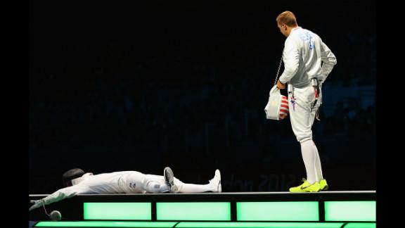 Jinsun Jung collapses after winning the men
