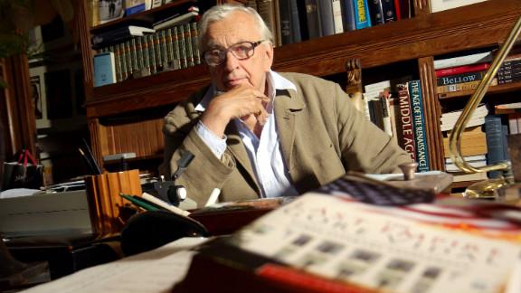 Vidal in his studio in 2004.