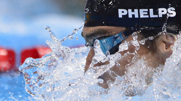 Michael Phelps swims to win gold in the men