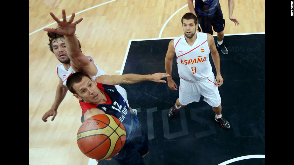 Great Britain's Nate Reinking jumps for a layup in the second half of the men's basketball preliminary round match.