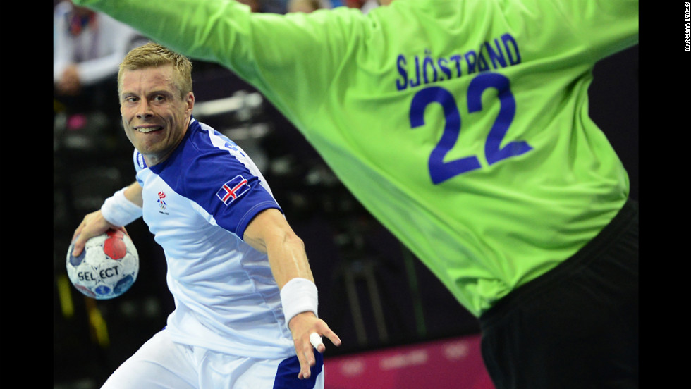 Iceland's center back Snorri Steinn Gudjonsson jumps to shoot during the men's preliminary group A handball match with Sweden.