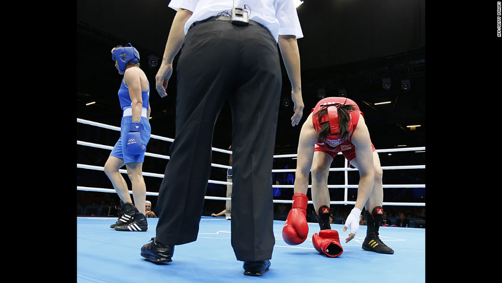 The referee was named the victor after threatening to beat up both boxers.