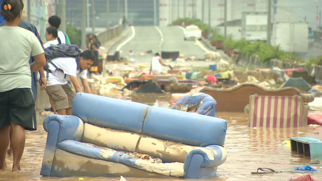 Manila starts to clean up after floods