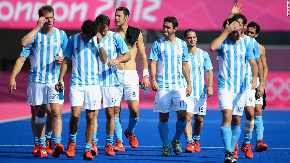 Argentina players walk off the field after losing the men's field hockey match to New Zealand 3-1.