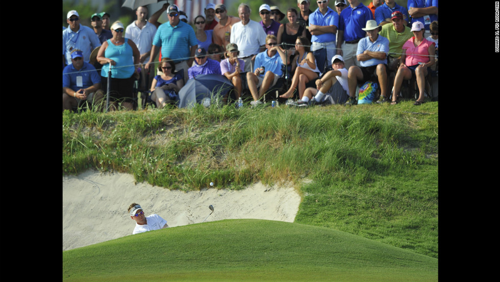 Ian Poulter buries himself in bogeys late on Sunday.