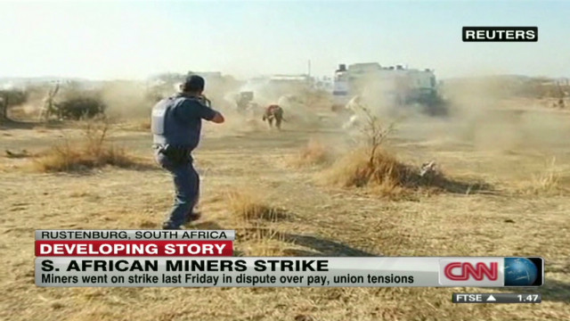 Gunfire erupts at S. African mine strike