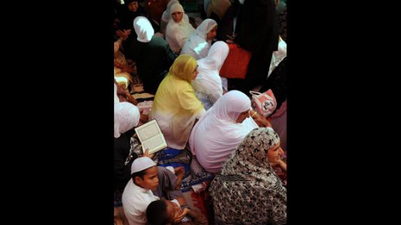 Kashmiri Muslim woman read the Quran during Jummat-Ul-Vida, the last Friday prayer of Ramadan, at a mosque in downtown Srinagar, India. Muslim devotees took part in the last Friday prayers ahead of the Eid al-Fitr festival marking the end of the fasting month of Ramadan.