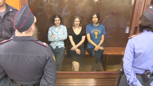 Russian Court Imprisons Pussy Riot Band Members On -3590