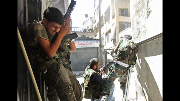 Members of the Free Syrian Army clash with Syrian army soliders in Aleppo