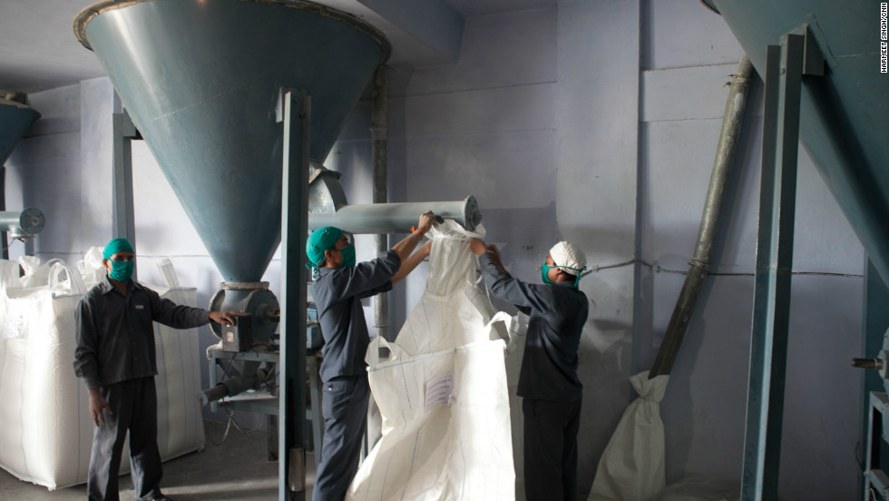 Guar seeds are crushed in the factory to form guar gum powder.