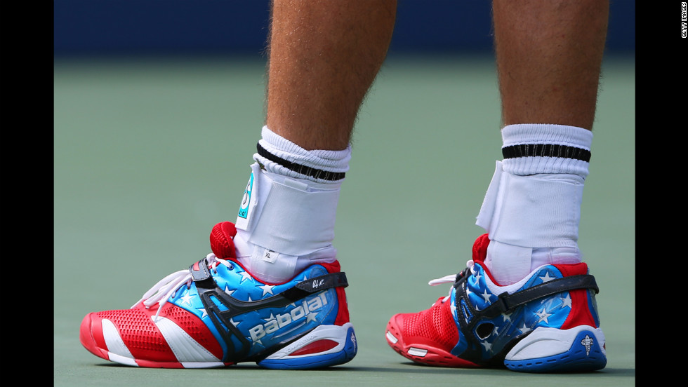 Roddick wears patriotic shoes for his match against Williams.