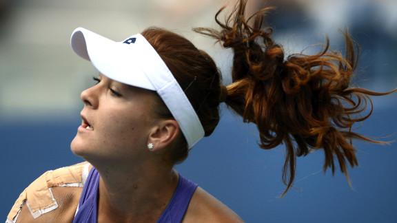 Agnieszka Radwanska returns to Bratchikova.