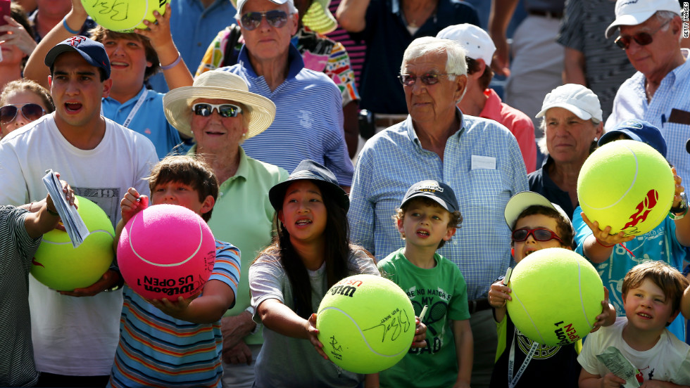 Fans wait for an autograph from U.S. player Andy Roddick after he defeated U.S. player Rhyne Williams.