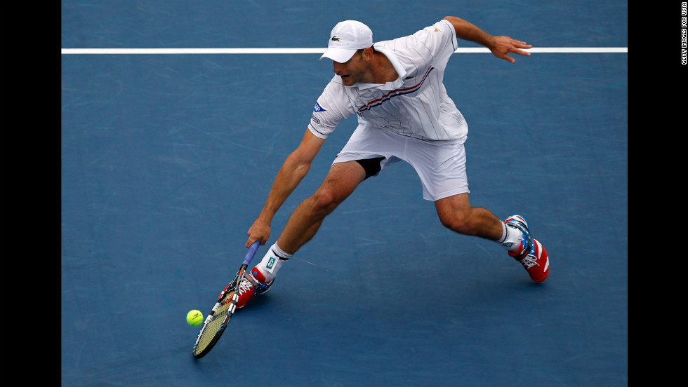 Roddick returns a shot to Fognini.