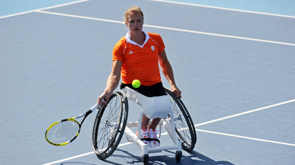 Vergeer retired undefeated in the past 10 years, having won 470 consecutive matches.