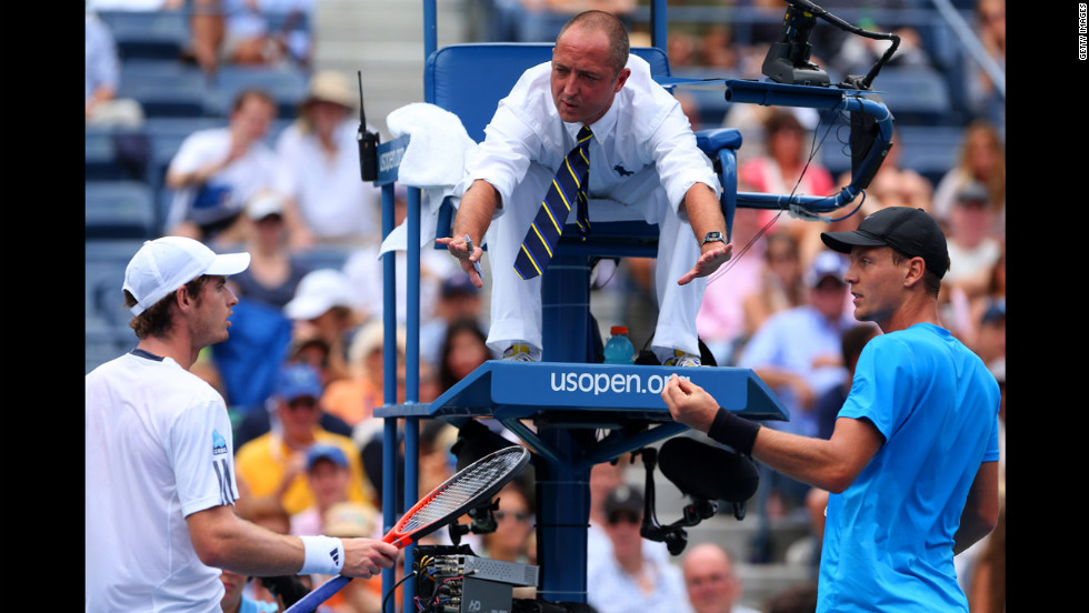 Murray of Great Britain argues with the chair umpire Pascal Maria and Berdych on Saturday after the wind blew his hat off during their match.