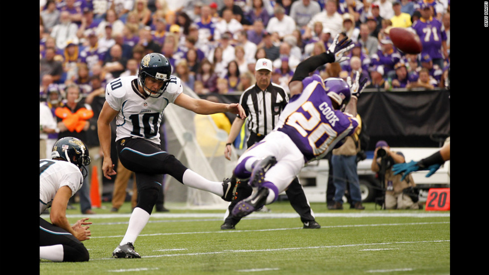 No.10 Josh Scobee of the Jaguars has his extra point blocked by No. 20 Chris Cook of the Vikings in the second quarter on Sunday.