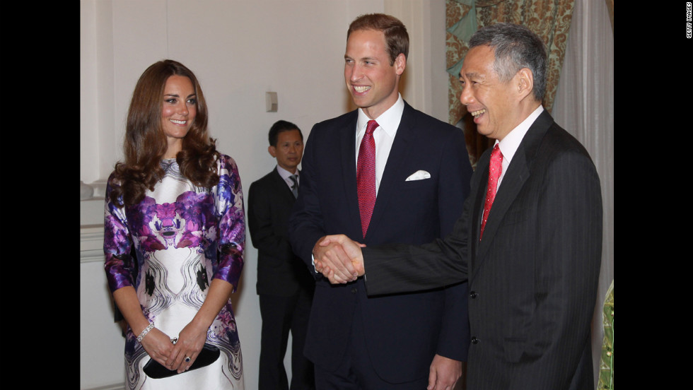 "The Duke and Duchess of Cambridge meet Prime Minister Lee Hsien Loong at the Istana for a state dinner on the first day of their Diamond Jubilee tour in Singapore. <a href=""http://www.cnn.com/SPECIALS/world/photography/index.html"">See more of CNN's best photography</a>."