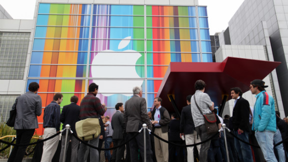 Journalists and attendees line up outside of the Yerba Buena Center for the Arts in San Francisco to attend Apple
