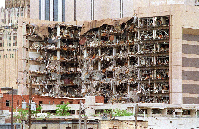 Edificio volado por explosivos