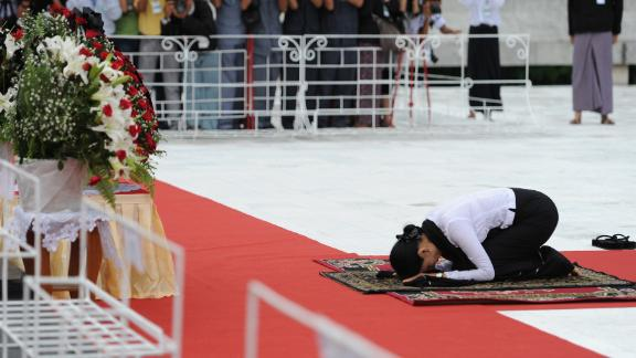 Suu Kyi prays in honor of her late father, independence hero Gen. Aung San, during a ceremony to mark the country