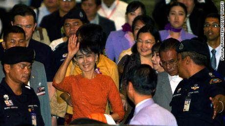 Suu Kyi leaves the Suvarnabhumi  International airport  on her first international trip in 24 years outside Burma May 29, 2012 in Bangkok, Thailand.