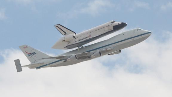 The shuttle cruises over Tucson, Arizona, on the SCA.