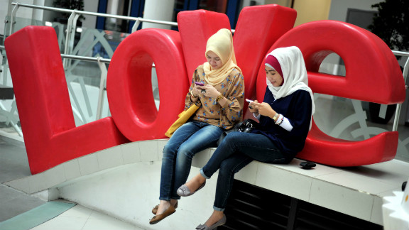 With around 40 million Facebook users and 20 million tweeters Indonesia is one of the most social media friendly nations on the planet.