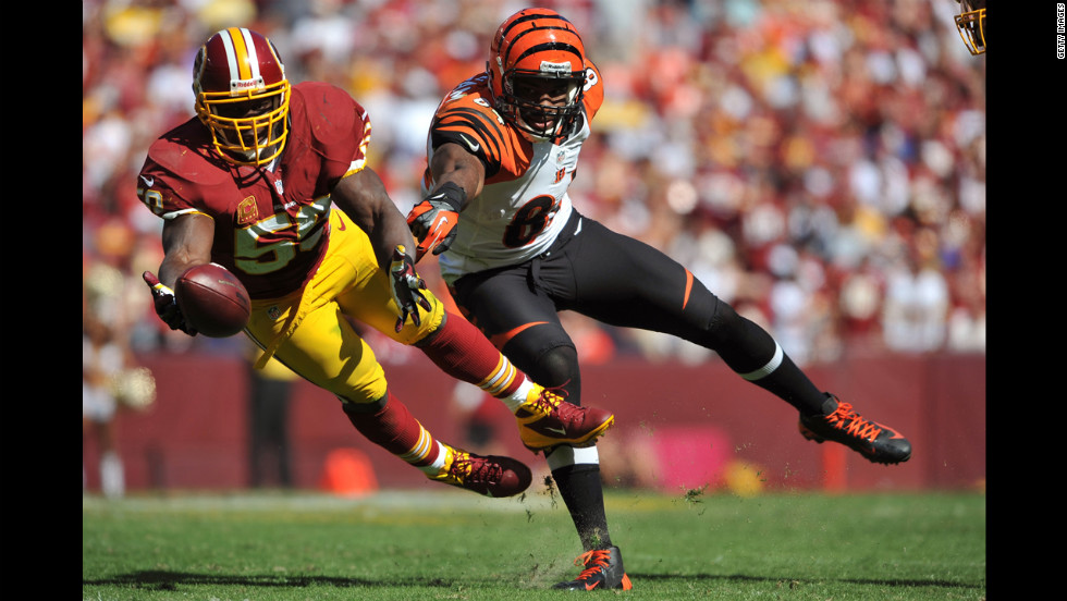 London Fletcher of the Washington Redskins, left, tries to make an interception against Jermaine Gresham of the Cincinnati Bengals on Sunday at FedExField n Landover, Maryland.