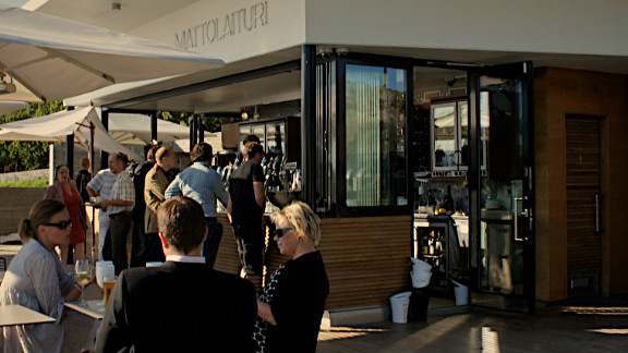 This cafe has become one of the most popular spots along the seafront for a coffee break and for drinks on warm summer evenings. It opened last year and embodies the innovative attitude of the new city planning department.