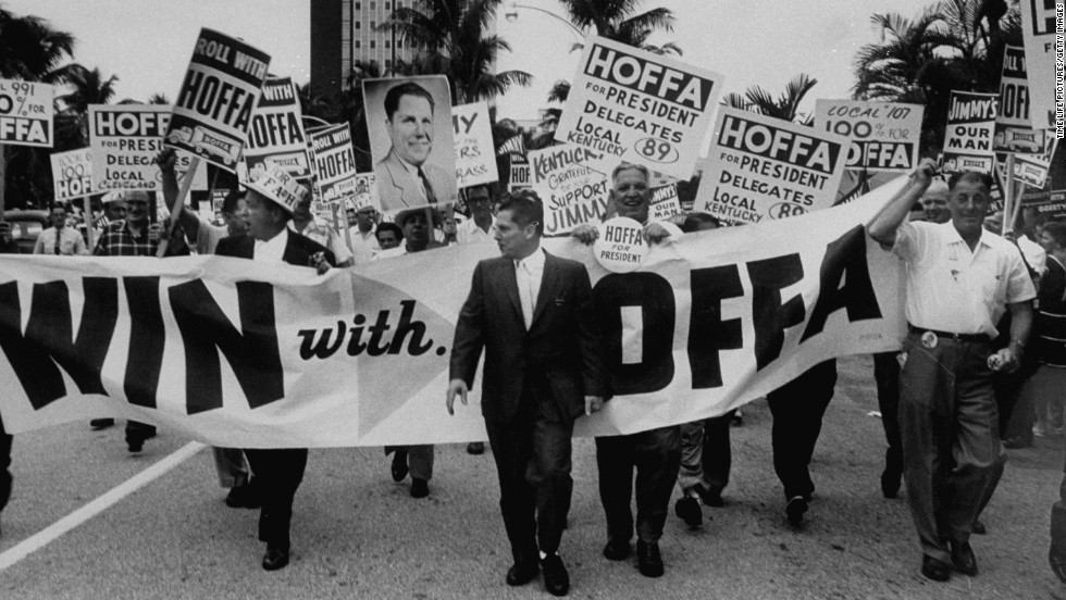 Hoffa leads supporters at a Teamsters convention in 1959.