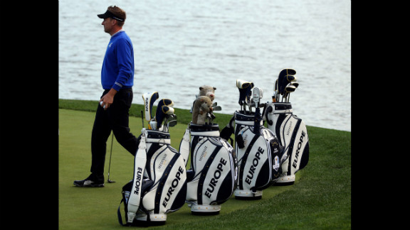 Ian Poulter of Europe practices near his teammates